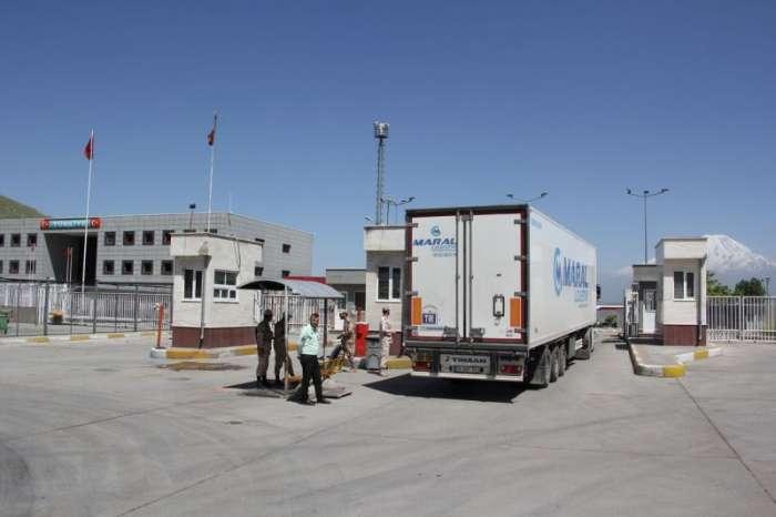 بیش از ۲۰ هزار و ۵۰۰ دستگاه کامیون از مرز بازرگان تردد کرد