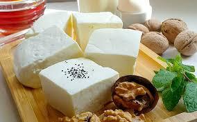 چرا نباید برای صبحانه پنیر خورد؟